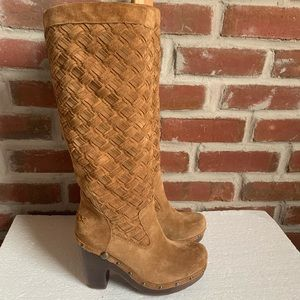 Women's UGG Size 7M Aroyo Tan Brown Suede Leather